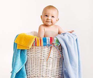 Как и чем постирать одежду и вещи малыша