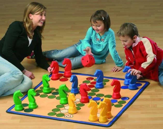 До какого возраста нужно играть с ребенком родителям