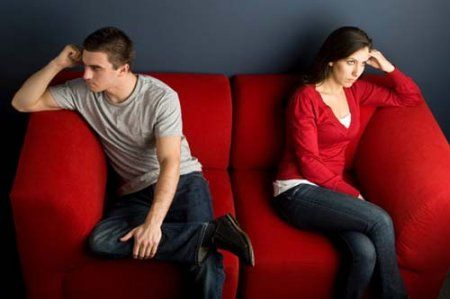 1382988656_1327566107_1307811875_couple-fighting-on-couch