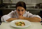 шеф-поваром женщина
