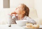 поведение ребенка за едой