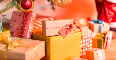 Подарки к новогодним праздникам 2020: незаменимые мелочи для создания атмос ...